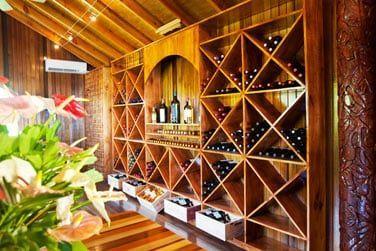 le restaurant possède une superbe cave à vin de plus de 1000 bouteilles