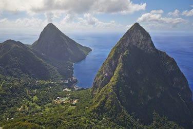 Au sud ouest de l'île, au pied des superbes Pitons de Sainte Lucie...