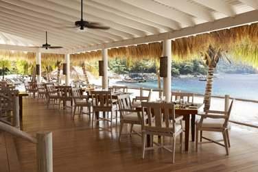 Le restaurant de plage Bayside Bar & Grill en bord de plage