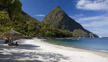 Une très belle plage au pieds des Pitons