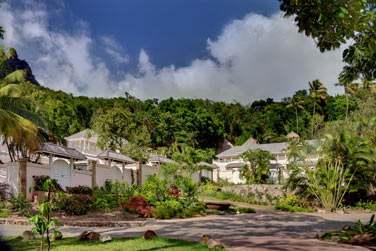 Les chambres Luxury Sugar Mill sont disséminées à travers le vaste domaine