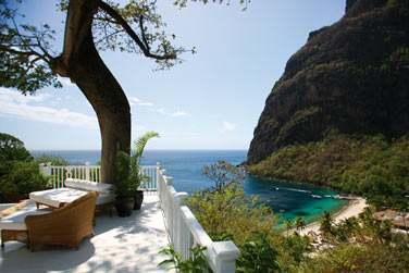 une vue à couper de souffle sur la plage ou les pitons depuis la Luxury Villa