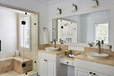 La salle de bain du Superior Luxury Cottage