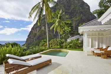 La terrasse avec piscine du Superior Luxury Cottage