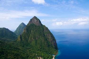Vue imprenable sur les célèbres pitons rocheux de Sainte Lucie
