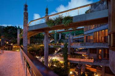 L'architecture atypique de l'hôtel Jade Mountain à Sainte-Lucie