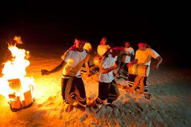 Danse et musique traditionnelles des Maldives pour terminer votre soirée en beauté