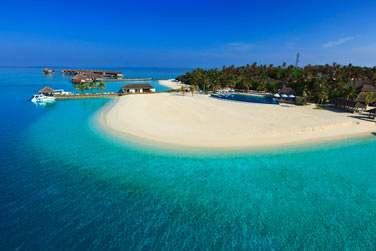une magnifique île corallienne privée, entourée d'une mer turquoise