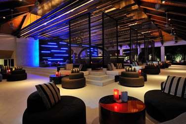 Relaxez-vous au Fen Bar. De délicieux en-cas vous sont servis tout au long de la journée