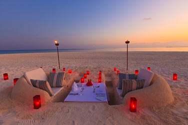 En amoureux dans un salon creusé dans le sable... Un must !