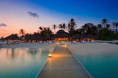 Le restaurant Sand est situé en front de mer et propose une cuisine moderne et des spécialités de grillades