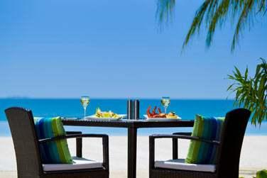 Au restaurant Turquoise, dégustez des grillades face à la mer. Une cuisine préparée devant vous