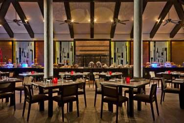 Le restaurant Vela propose une cuisine internationale dans un cadre informel