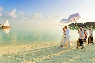 Vous souhaitez célébrer votre union aux Maldives ? L'hôtel Velassaru organise la célébration de vos rêves