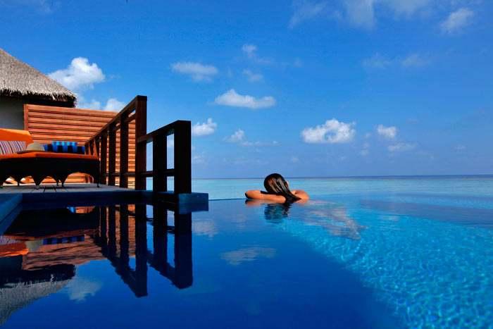 villa sur pilotis avec piscine