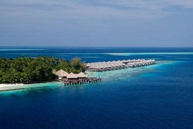 Après un transfert en bateau, vous arriverez sur une île de toute beauté