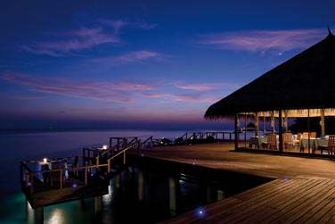 Rendez-vous au Restaurant Aqua pour déguster face à l'océan fruits de mer et poissons frais