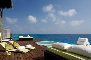 Le Coco Spa surplombe le lagon et vous offre un cadre de rêve pour vous ressourcer