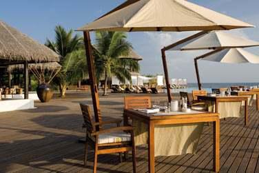 Rendez-vous au restaurant et bar Latitude pour un déjeuner ou en-cas sur la plage