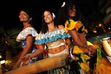 Vous apprécierez découvrir les danses locales et vous prendre au jeu !