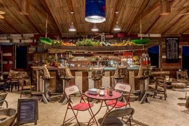 Vivez une véritable expérience mauricienne, en y ajoutant une touche de bohème chic au Rum Shed