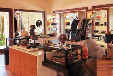 Ou vous faire plaisir dans la belle boutique de l'hôtel Shanti.