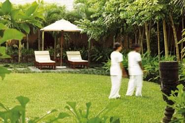 Le Nira Spa s'articule autour d'un charmant pavillon dédié au thé entouré de bassins de nénuphars et de fleurs indigènes.