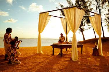 Optez pour un massage sur la plage au doux son du séga, musique traditionnelle mauricienne