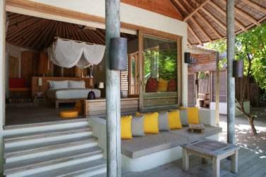 Beach Villa, vue sur la chambre donnant sur la terrasse extérieure