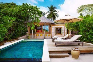 La piscine de la villa familiale de 2 chambres