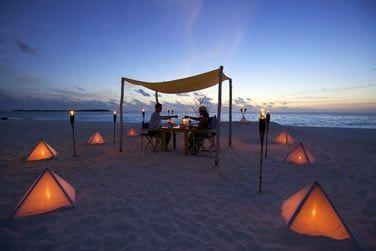 Quoi de plus romantique qu'un diner en tête à tête sur la plage, face au coucher de soleil...