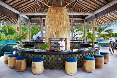 Le Sip Sip bar & restaurant au bord de la piscine
