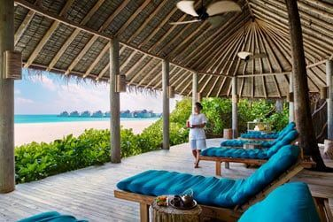 Le spa face à la mer offre différents massages et soins de bien-être