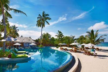 Profitez pleinement du soleil a bord de la piscine...