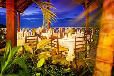 Le restaurant principal Le Kai Manjé est ouvert sur l'extérieur