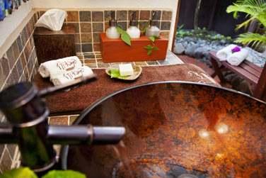La salle de bain à la décoration très réussie...