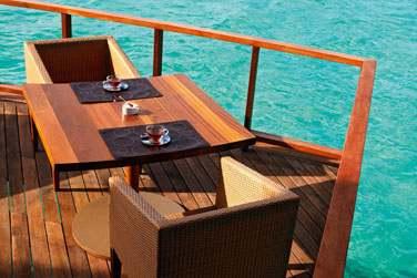 Déjeunez au restaurant Jing et admirez la vue sur le lagon cristallin