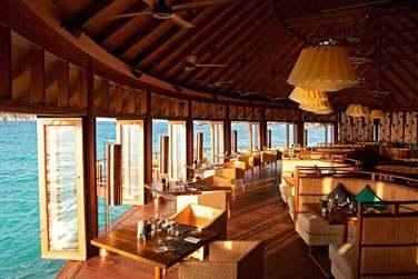 Le restaurant Jing offre une vue splendide sur le lagon, l'horizon à perte de vue