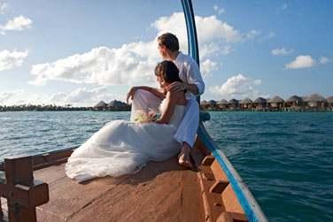 Vous souhaitez célébrer votre union aux Maldives ? L'hôtel propose des forfaits mariage complets à personnaliser