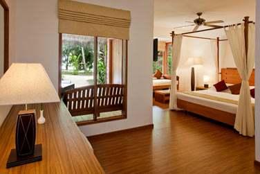Intérieur chambre de la Beach Villa avec bain à remous