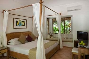 Intérieur chambre de la Deluxe Beach Villa avec bain à remous