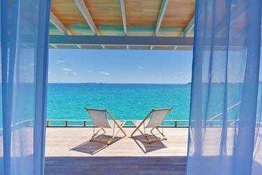 Une vue infinie sur le lagon turquoise depuis votre terrasse...