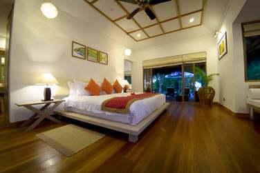 Chambre spacieuse et élégante de la Villa Honeymoon