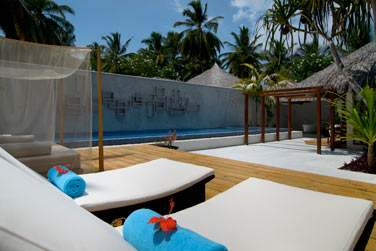 Espace extérieur avec piscine privée de la Villa Honeymoon