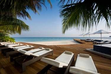 Et prenez le temps de vous détendre au bord de la piscine, face à la mer