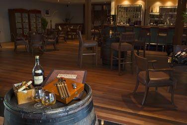 Le Havana Club, un bar où vous pourrez savourer de délicieux spiritueux tout en fumant un cigare d'origine cubaine