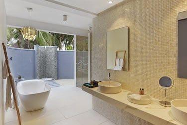 Salle de bain de la Beach House 2 chambres, vaste et lumineuse