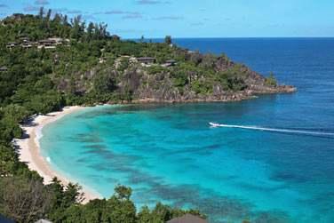 Situé à Petite Anse, sur la côte ouest de l'île de Mahé aux Seychelles