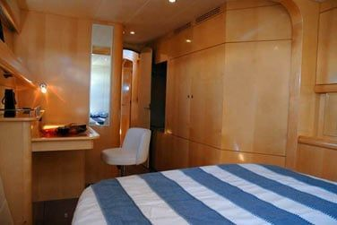 Il dispose de 4 cabines doubles climatisées
