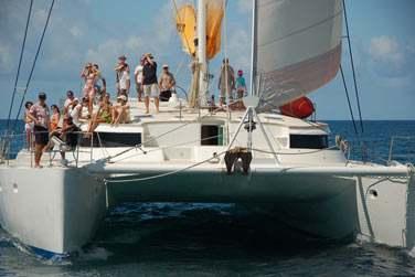L'équipage est composé de 4 personnes (capitaine, cuisinier, marin, steward) parfaitement bilingues Français/Anglais